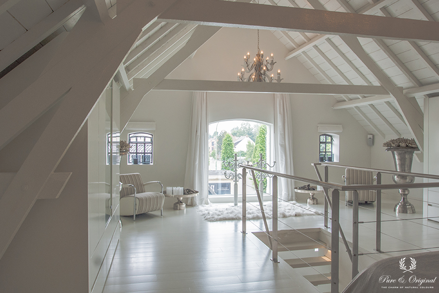 Classico chalk paint, Floor Paint and Traditional Paint lacquer in the colour Island White