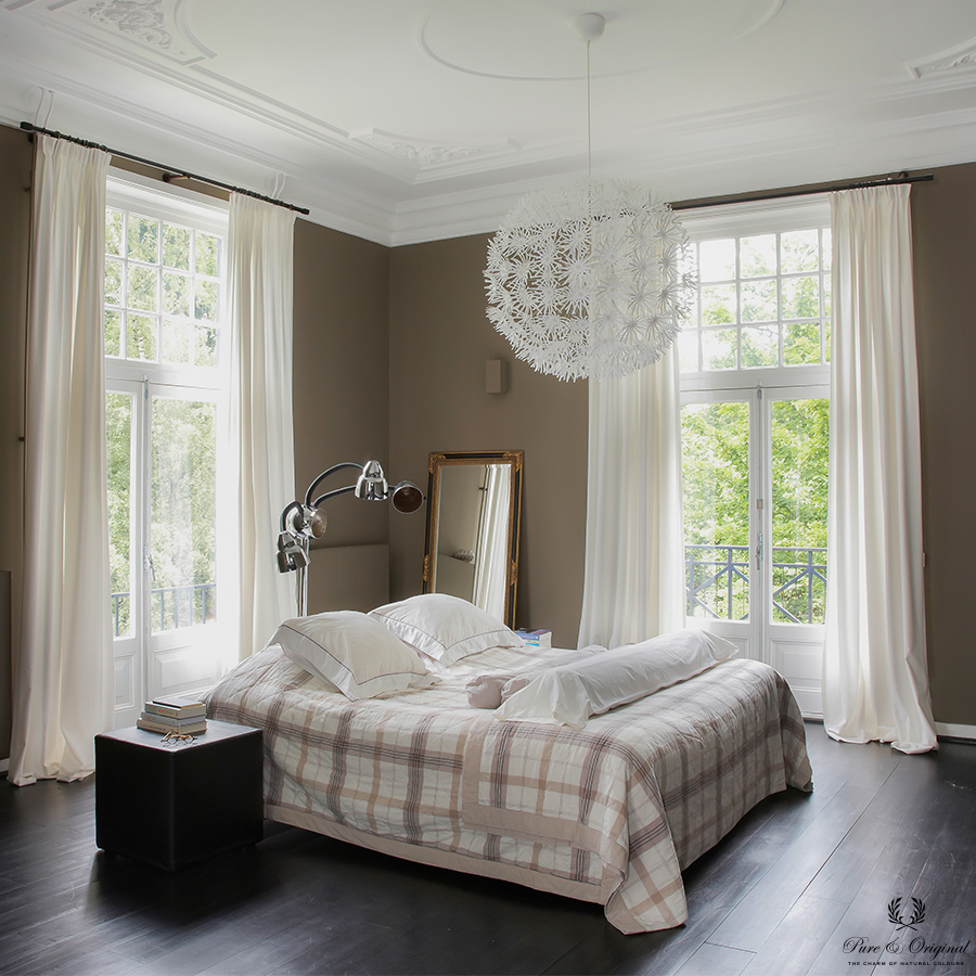 Classico chalk paint in the colour Potato Skin and Floor Paint Black, applied in the bedroom