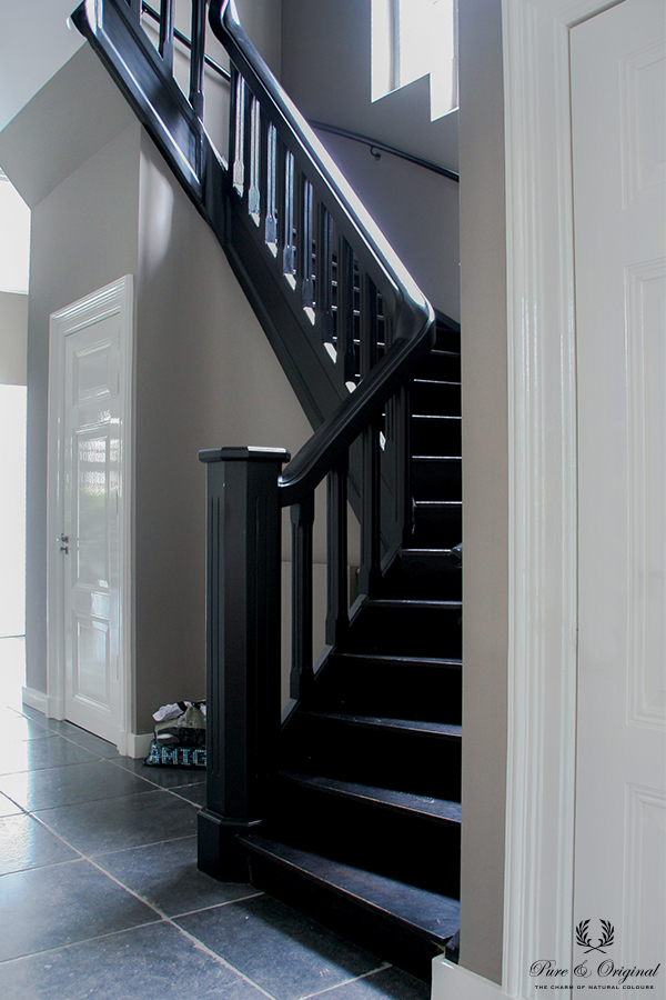 Floor Paint in the colour Black, lacquer Traditional Paint Silk White, classico Evening Shadow
