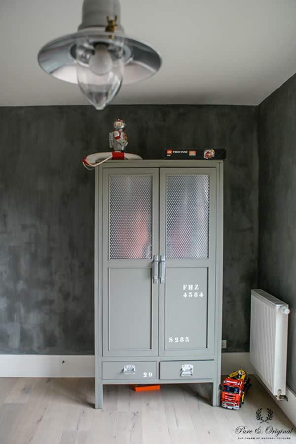 Fresco lime paint in the colour Cannonball, applied in the kids bedroom