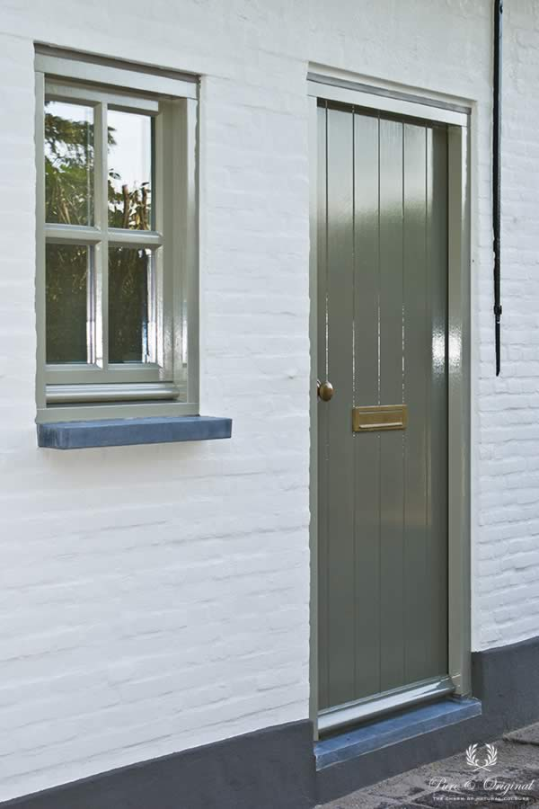 Traditional Paint in the colour Olive Drab and Quartz Kalei Mineral White