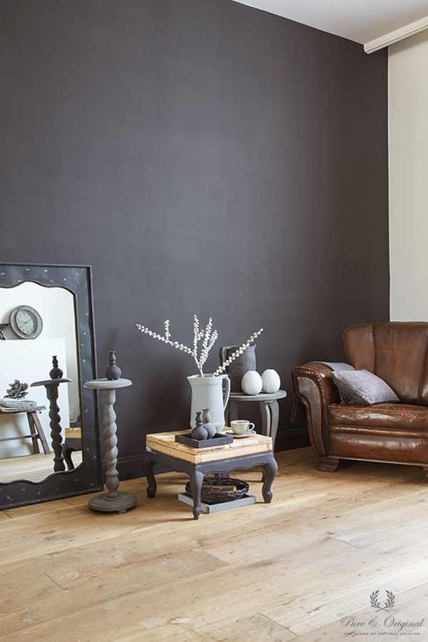 Classico chalk-based paint in the colour Black Truffle, applied in the living room
