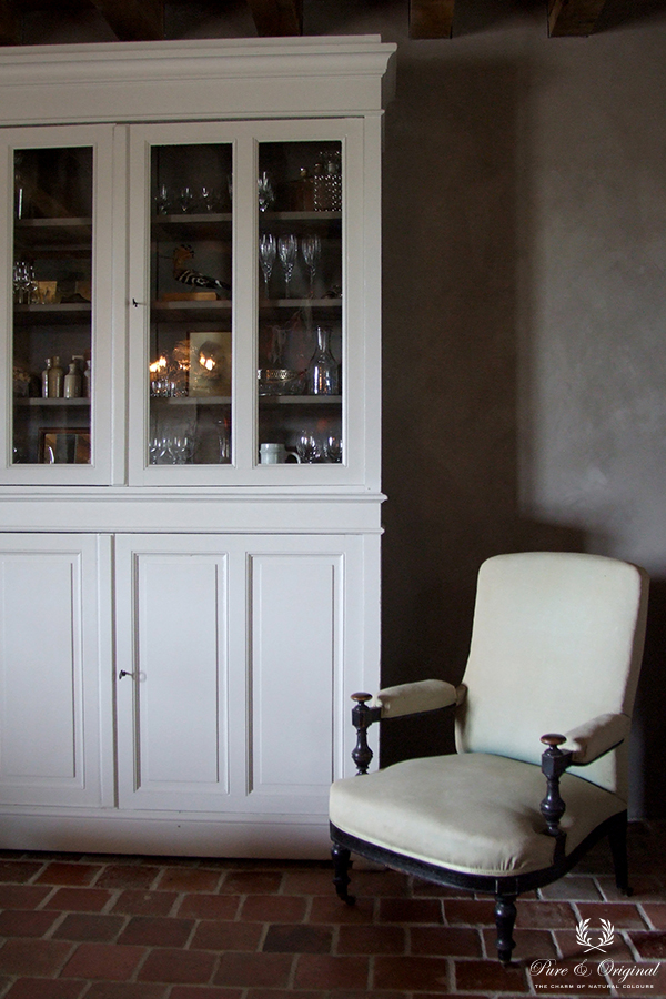 Traditional Paint in the colour Milk White and Fresco Earth Stone, applied in the livingroom