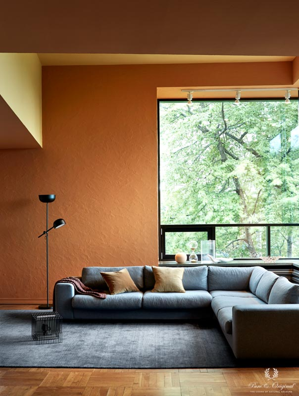 Living room in warm shades, painted in orange and yellow