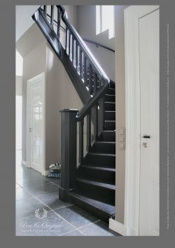 Kreidefarbe Evening Shadow, Türen Lack Gloss Silk White, Treppe Bodenfarbe Black