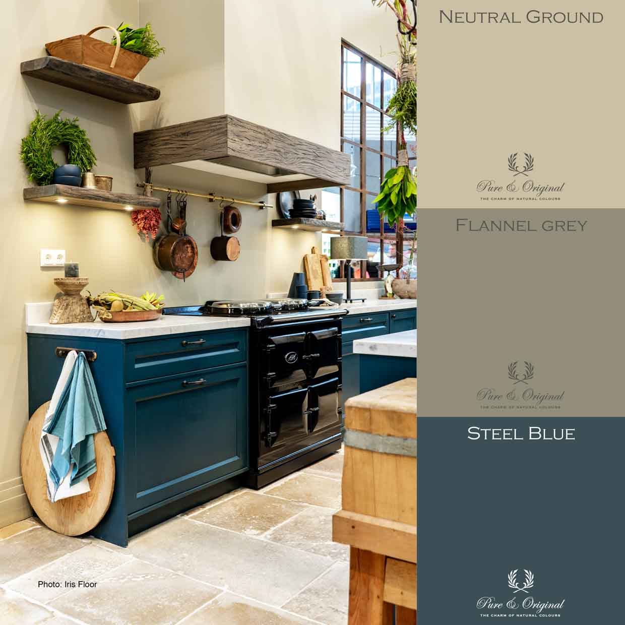 Rustic blue kitchen with beige wallpaint